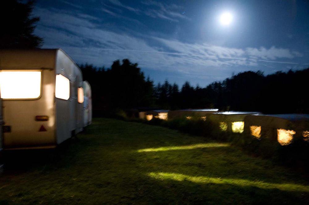 camping-caravanes-pontempeyrat-2008-par-lila-derridj