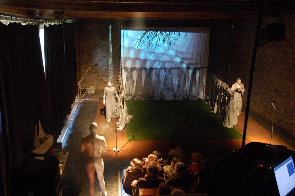 eau-a-la-bouche-teatro-del-silencio-hostellerie-pontempeyrat-2009