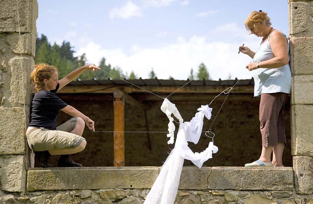 groupe-zur-hostellerie-pontempeyrat-2008-par-lila-derridj.2