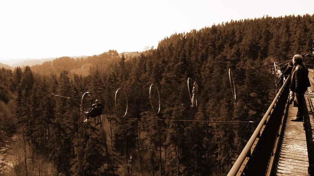 installation-viaduc-hostellerie-pontempeyrat-2005
